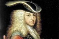 19 - Felipe V de Borbón, Versalles, 19 de diciembre de 1683 - Madrid, 9 de julio de 1746, rey de España desde el 16 de noviembre de 1700 hasta su muerte en 1746, con una breve interrupción comprendida entre el 16 de enero y el 5 de septiembre de 1724, por causa de la abdicación en su hijo Luis I,  fallecido el 31 de agosto de 1724.  Fue el sucesor del último monarca de la Casa de Austria, su tío-abuelo Carlos II, por lo que se convirtió en el primer rey de la Casa de Borbón en España.